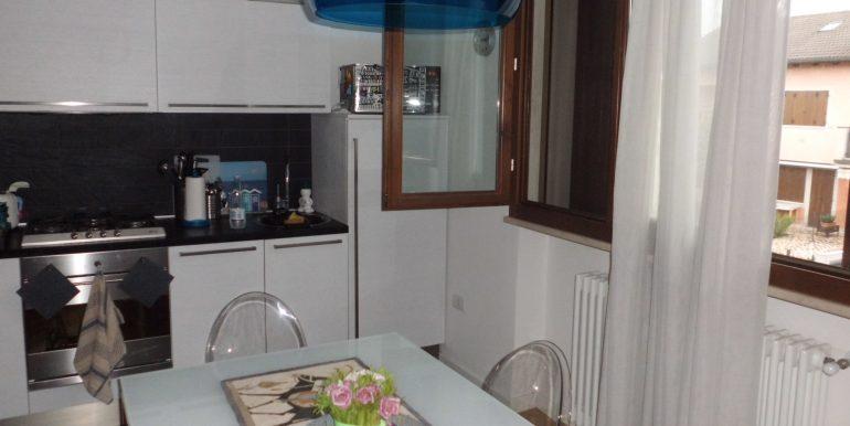 Signorile appartamento a Pinarella angolo cottura