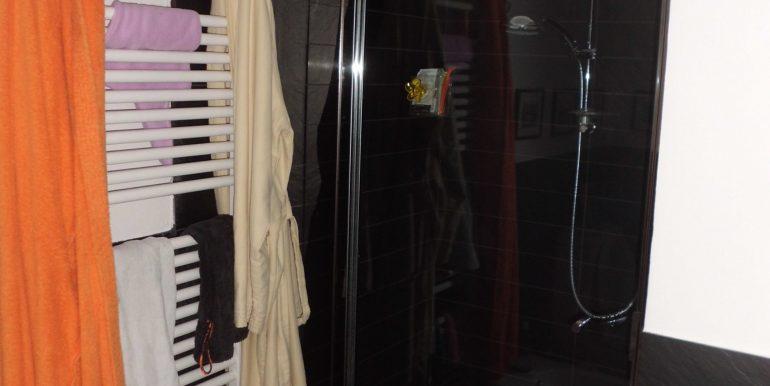 Signorile appartamento a Pinarella box doccia