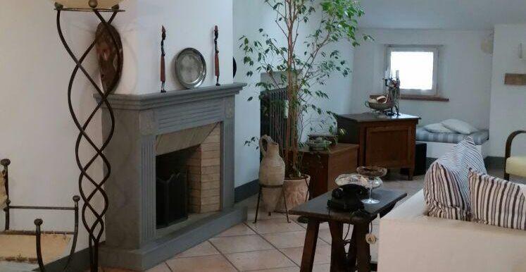 Ampio appartamento in vendita a Ravenna centro camino
