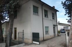 Casa con capannone in vendita a Tagliata
