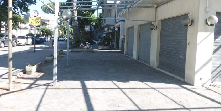 Edificio a Pinarella area esterna
