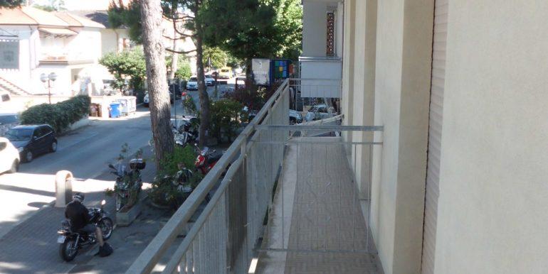 Edificio a Pinarella balcone