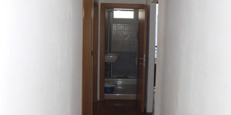 Edificio a Pinarella corridoio1