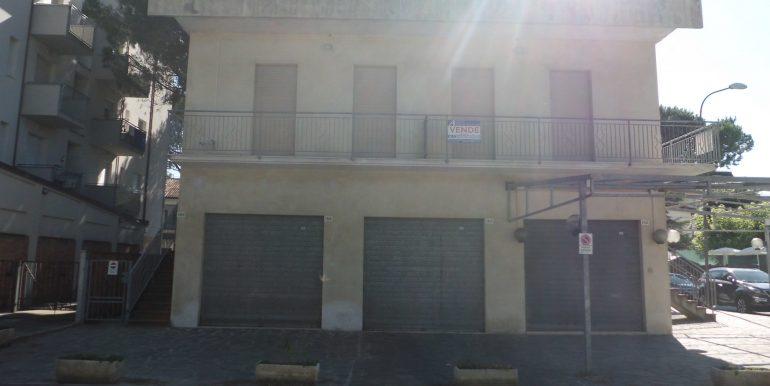 Edificio a Pinarella esterno