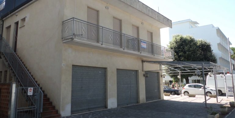 Edificio a Pinarella lato sinistro