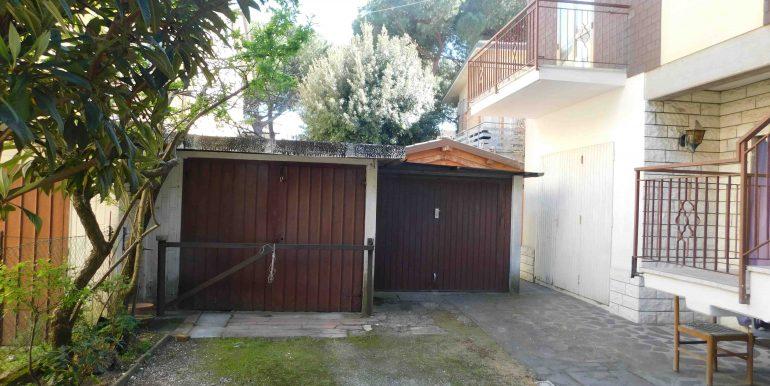 23 garage villa 1